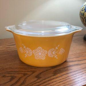 Vintage Pyrex Butterfly Gold Casserole w/lid 473